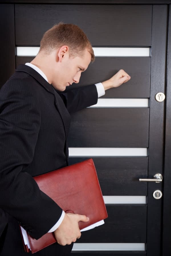 a diligent PI knocking on a door to get answers as a part of BPS Security's investigation services